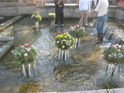オアシスパーク水上花壇設置中